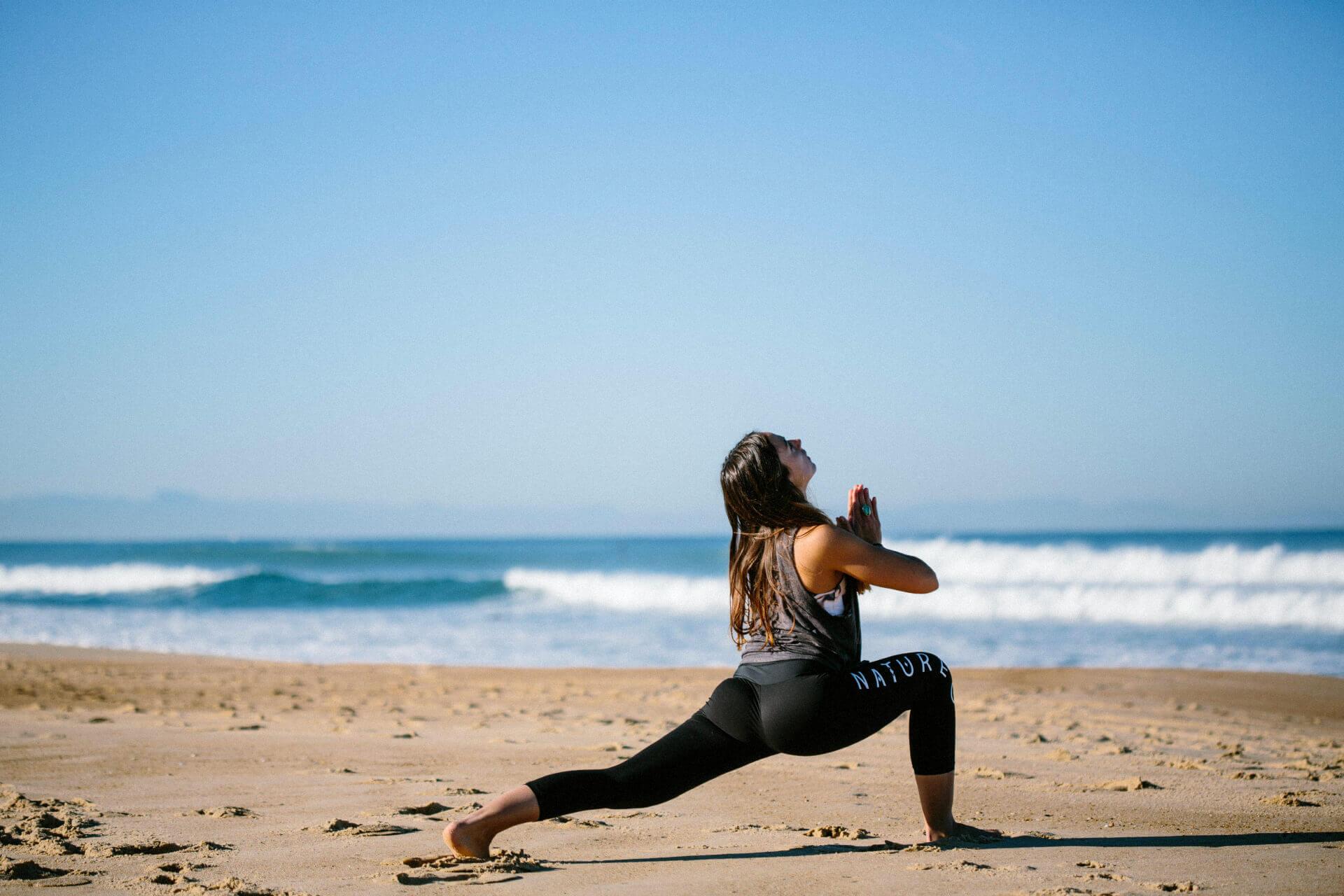 Paola Lasaosa - Cours de Yoga sur la plage de Seignosse Hossegor, Landes